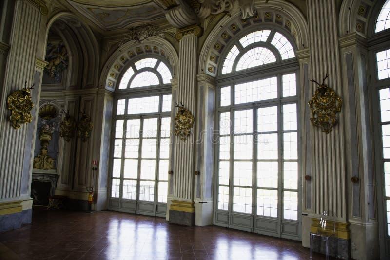 与装饰的伟大的窗口在Palazzina di Stupinig卡奇亚  库存图片