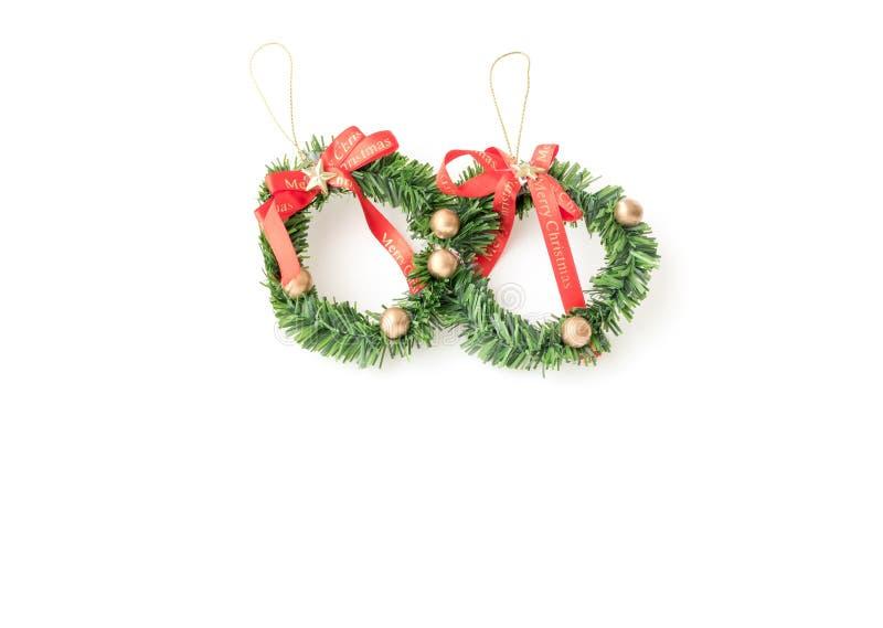 与装饰的绿色圣诞节花圈 免版税库存照片