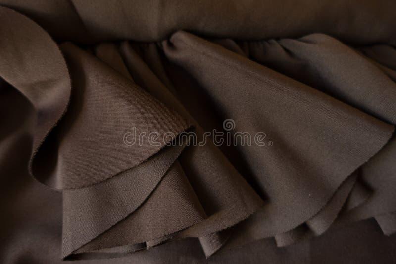 与装饰衣裙的简单的简单的黑褐色织品 免版税库存照片