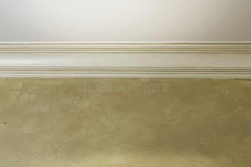 与装饰造型和葡萄酒墙壁的天花板 库存图片