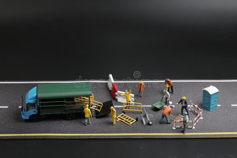 Download 与警报信号的一个微型图在具体街道崩裂了 库存图片. 图片 包括有 建筑, 符号, 宏指令, 工作, 街道 - 108712431