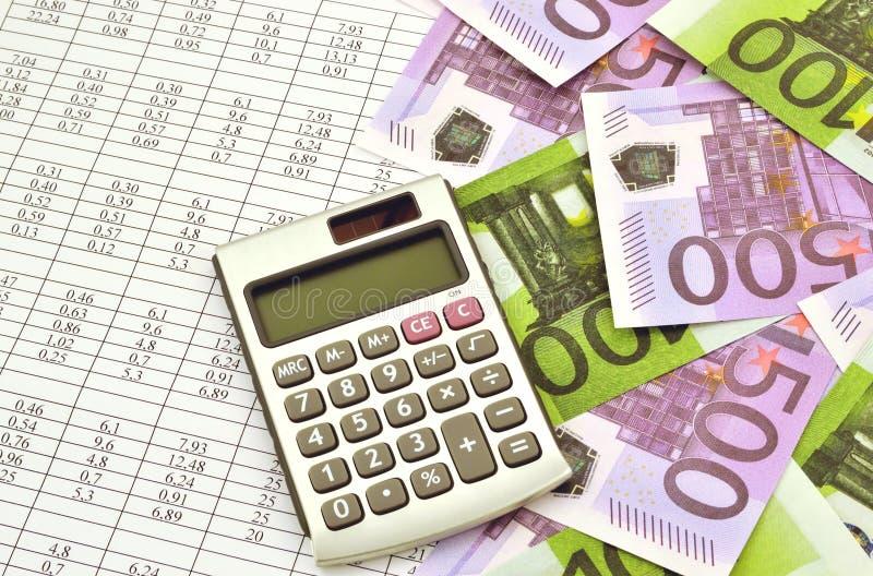 与计算器和财政数字的金钱 免版税图库摄影