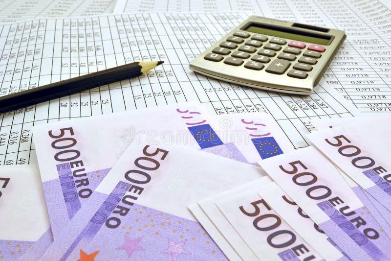 与计算器和财政数字的金钱 图库摄影
