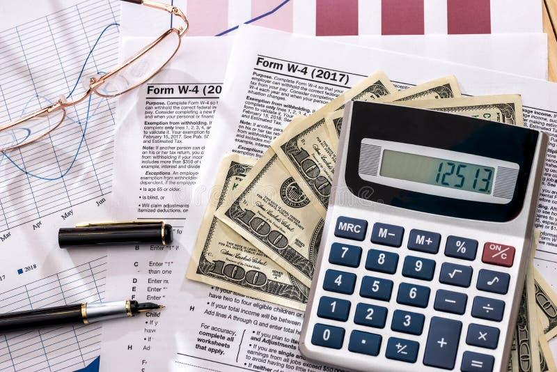与计算器的报税表1120 免版税库存图片