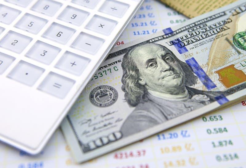 与计算器的美元钞票在数据表 免版税图库摄影