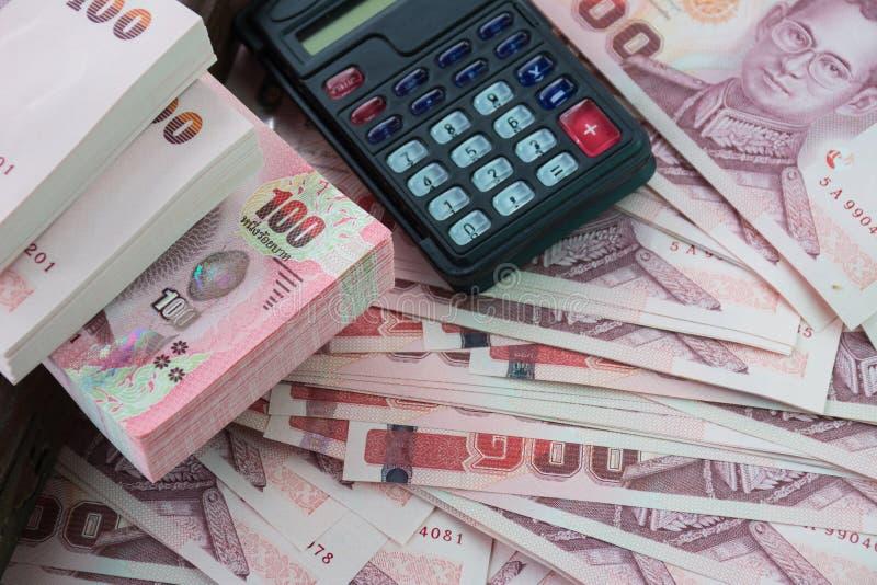 与计算器的货币 免版税库存照片