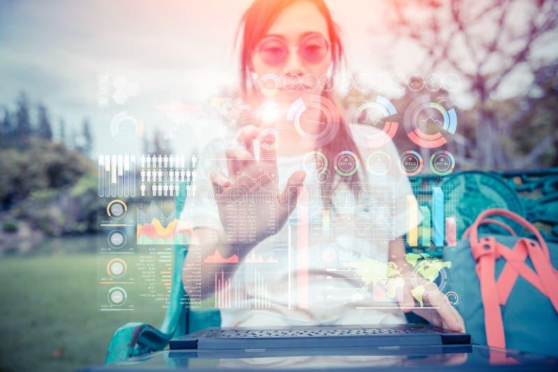 与计算机全息图空气屏幕显示混合媒介先遣技术的未来数字式生活方式  免版税库存图片