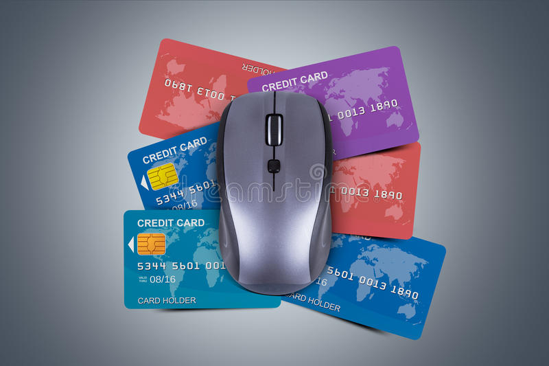 与计算机老鼠的信用卡 免版税图库摄影