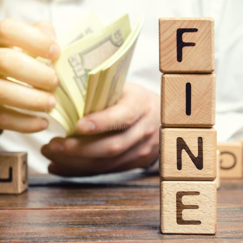 与词罚款和人的木块计算罚款的大小 财政处罚的概念 作为a的惩罚 免版税库存照片