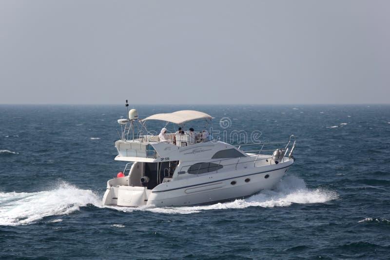 与豪华马达游艇的兜风 图库摄影