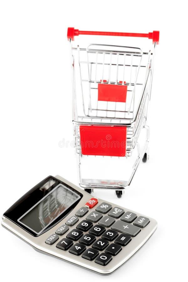 与购物车的计算器。 库存照片