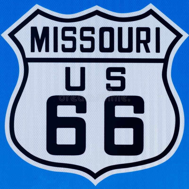 与路线66的路牌在密苏里 库存照片