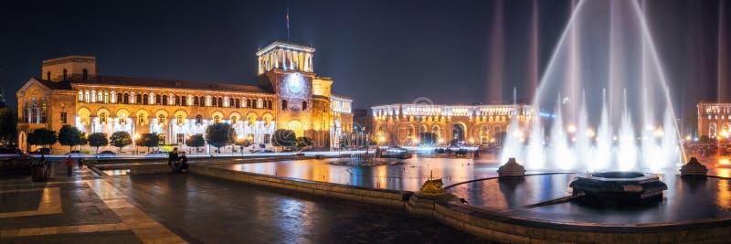 与跳舞喷泉的共和国正方形在耶烈万,亚美尼亚 库存照片