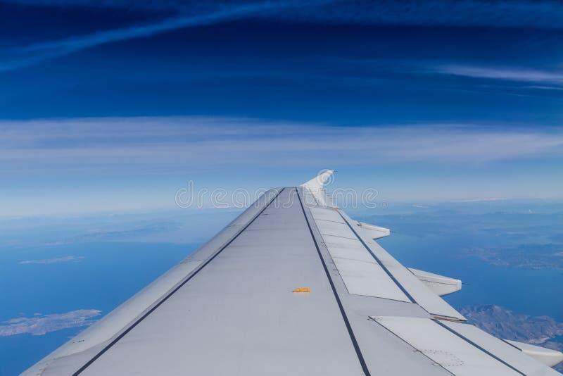 与软的云彩的蓝色天际 免版税图库摄影