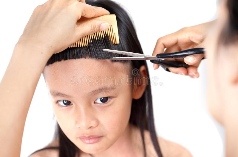 与轰隆的传统hairstlye 免版税库存图片