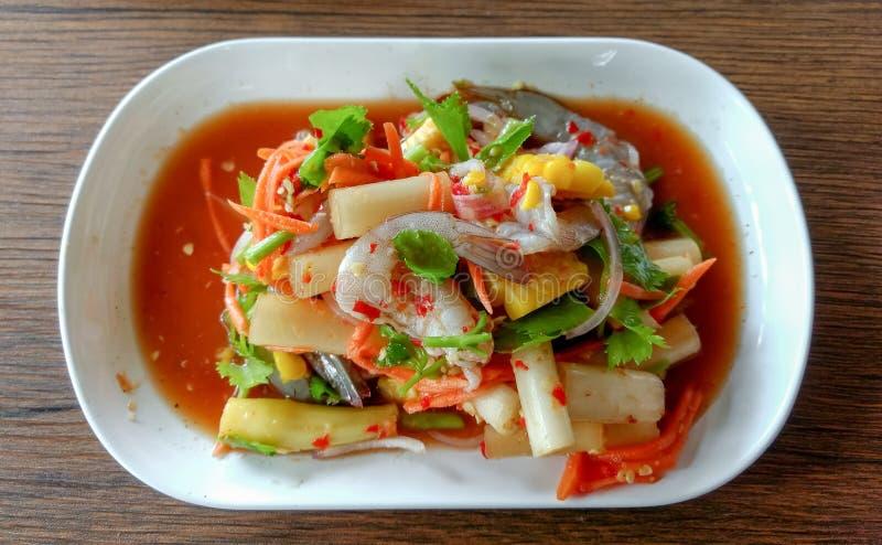 与辣的海鲜沙拉 免版税库存图片