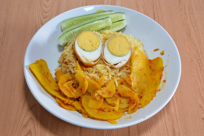 Download 与辣黄色咖喱笋的糖醋鸡蛋在米 库存照片. 图片 包括有 咖喱, 食物, 蛋白质, 唯一, 容易, 黄色, 波儿地克的 - 62525078