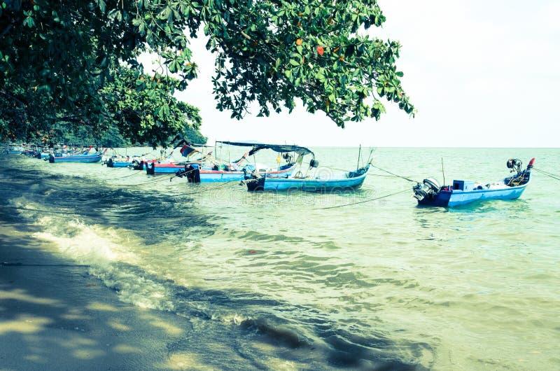 与透明的海的马来西亚热带海滩 库存照片