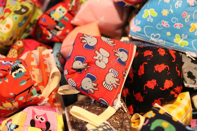 与逗人喜爱的样式的小袋子 五颜六色和可爱,为硬币 免版税库存图片