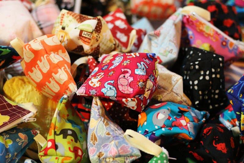 与逗人喜爱的样式的小袋子 五颜六色和可爱,为硬币 库存照片