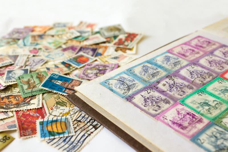 与邮票的邮票册 免版税库存照片
