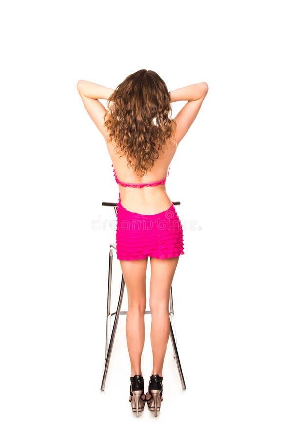 与酒吧椅子的美好的性感的妇女跳舞 库存图片
