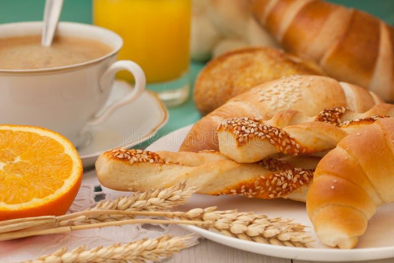 与酥皮点心的分类的早餐 库存图片