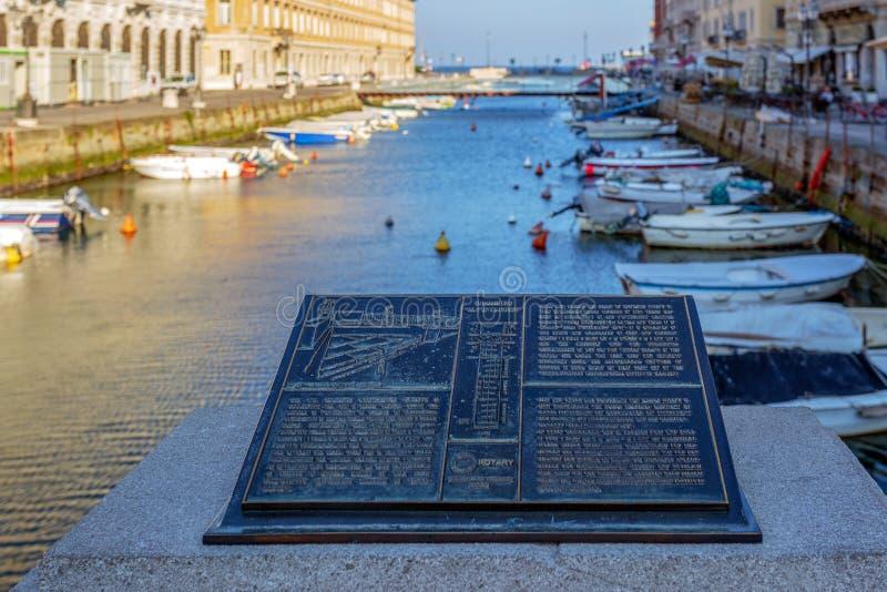 与重创运河的历史的匾,的里雅斯特,意大利 库存照片