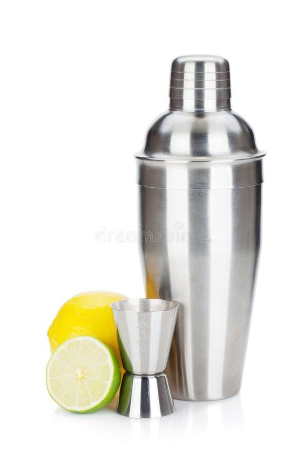 与量杯和柑橘的鸡尾酒搅拌器 库存图片