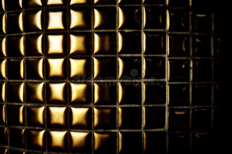 与金边界的黑条纹在黑暗的背景 库存图片