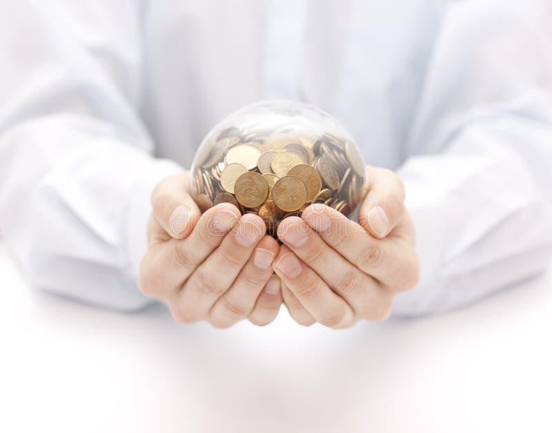 与金钱的水晶球在手上 库存图片