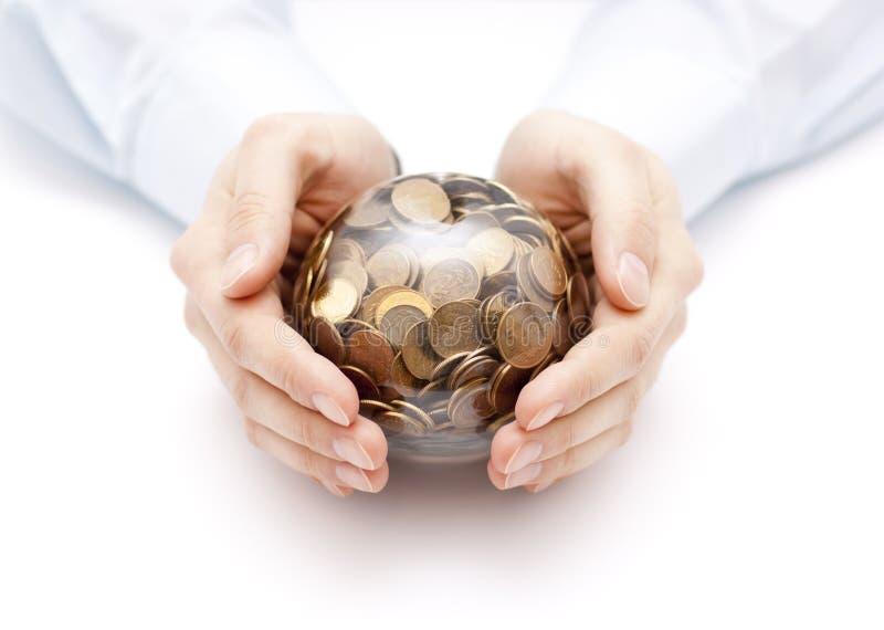 与金钱的水晶球在手上 库存照片