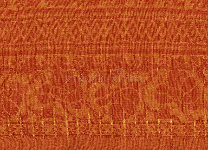 与金黄样式的橙色纺织品背景 免版税库存照片