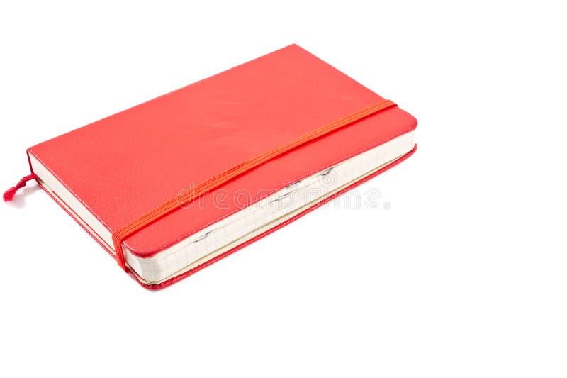 与钉书针的红色学报在页 库存图片