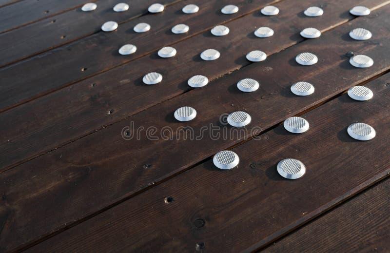 与钢防滑的元素的地板 免版税库存照片