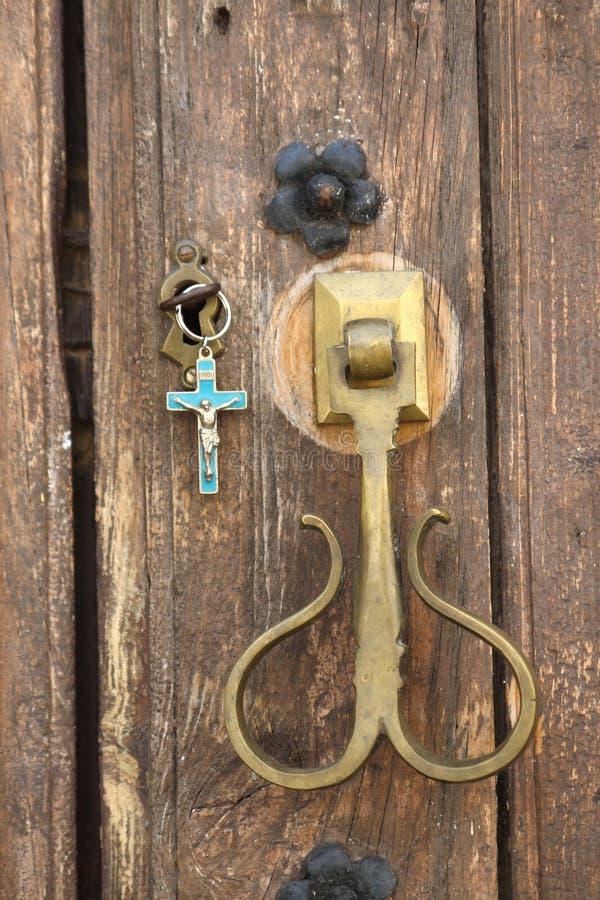 与钥匙的教堂门 免版税库存图片