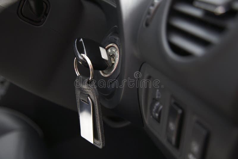与钥匙的汽车燃烧 库存照片