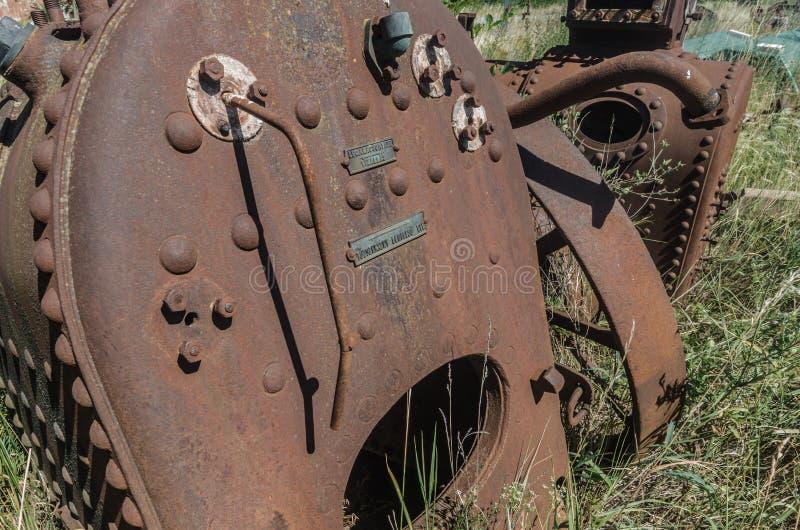 与铆钉的老蒸汽锅炉 免版税库存图片