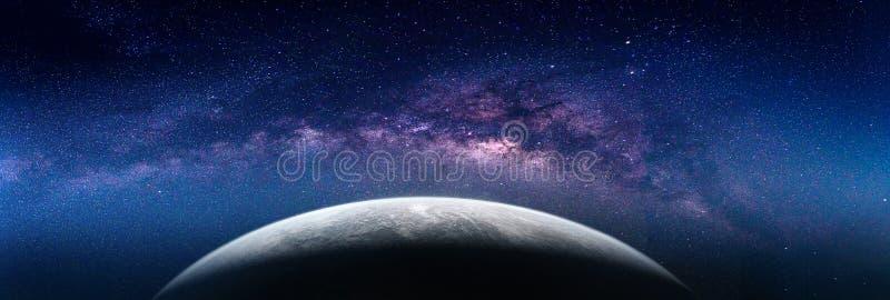 与银河星系的风景 从空间的地球视图用牛奶 库存照片