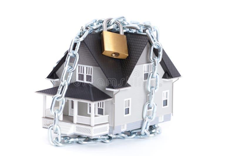 与锁定的链子在家附近 免版税库存照片