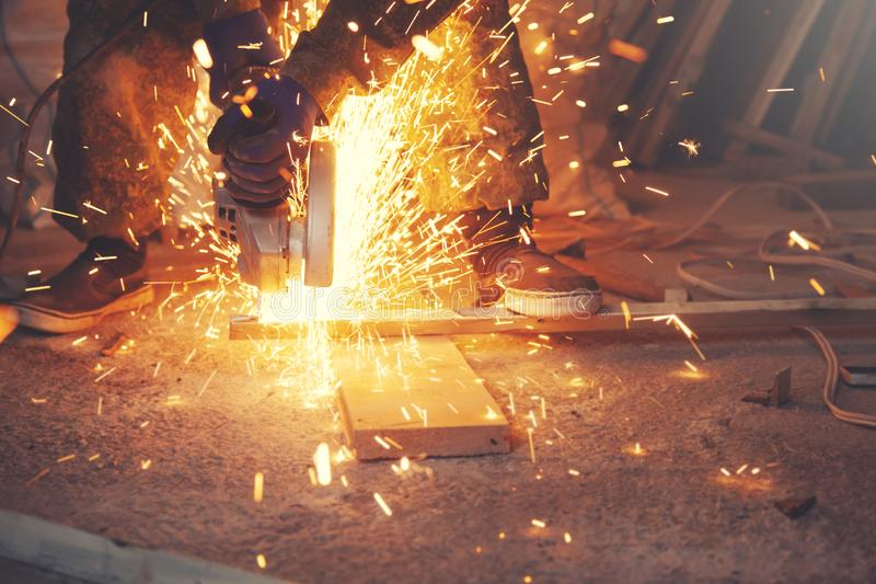 与锋利的火花的金属 免版税图库摄影