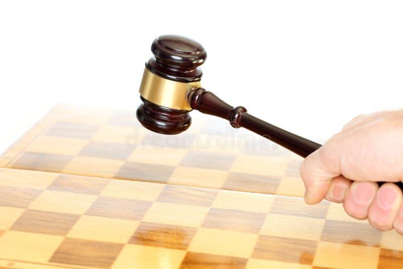 与锤子的棋领域拍卖的 免版税库存照片