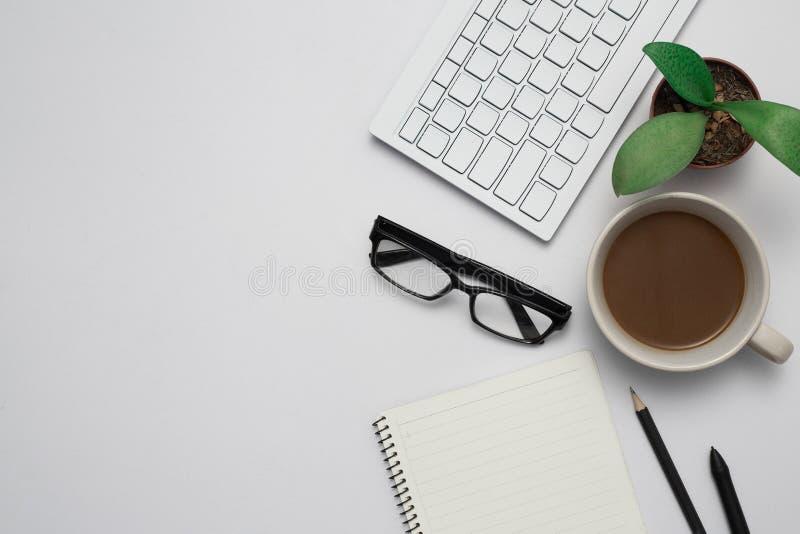 与键盘一起使用 免版税库存照片