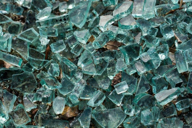 与镇压的被打碎的玻璃作为背景 免版税库存照片