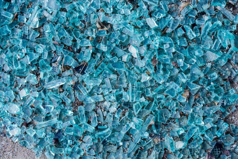 与镇压的被打碎的玻璃作为背景 库存照片