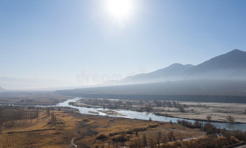 与长的河的Leh风景 图库摄影