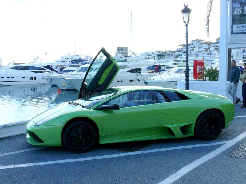 与门的绿色Lamborghini在西班牙打开了 免版税图库摄影