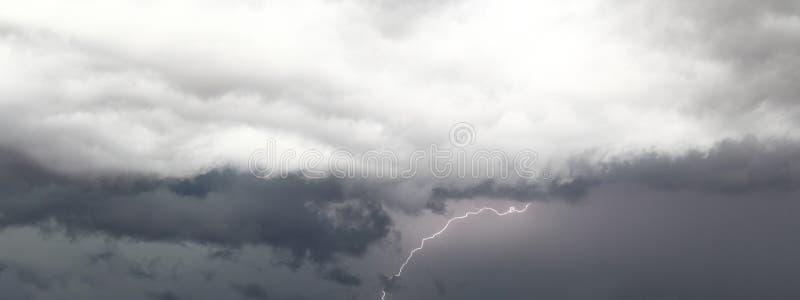 与闪电的雷暴 库存图片