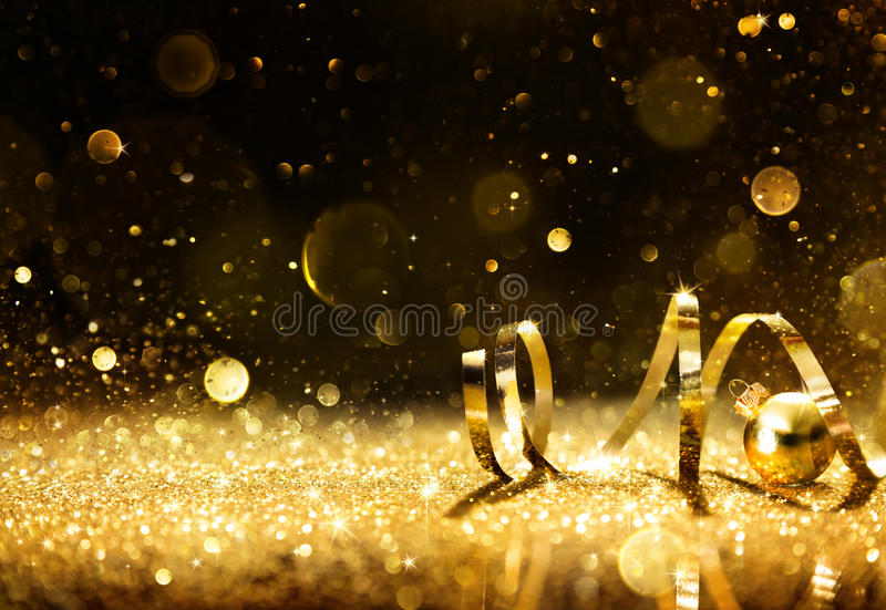 与闪耀的闪烁的金黄飘带 库存照片