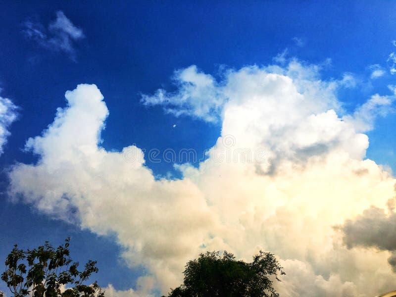 与阳光的云彩 免版税图库摄影